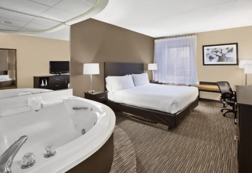 Jacuzzi room in Holiday Inn Express Detroit-Warren, Michigan