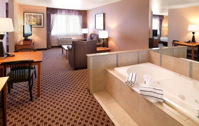 Jetted tub suite in Crystal Inn Hotel & Suites - Midvalley, Utah