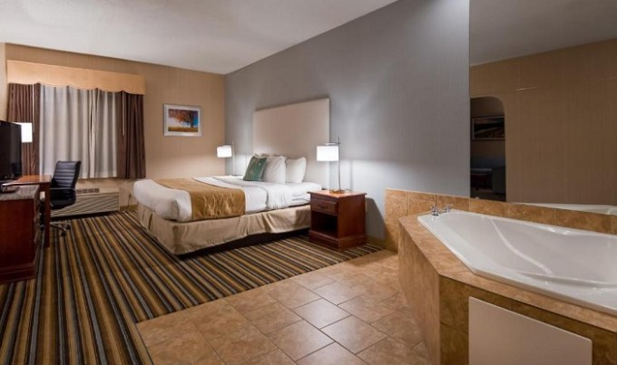 Jacuzzi room in Best Western Plus New England Inn & Suites, CT