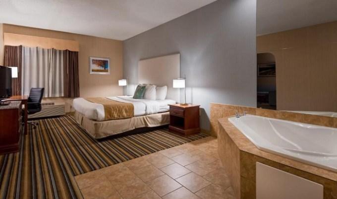 Jacuzzi room in Best Western Plus New England Inn & Suites, CT