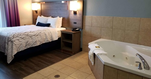 In-room hot tub in Best Western Plus San Antonio East Inn & Suites hotel