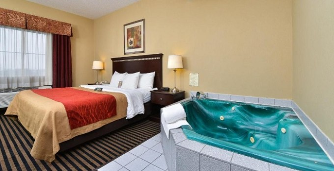 Hot tub suite in Comfort Inn Mifflin - Pittsburgh, PA