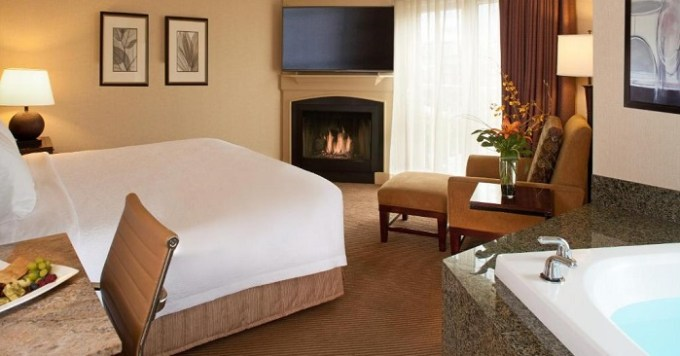 Jacuzzi room with fireplace in Silver Cloud Hotel - Seattle Broadway, WA