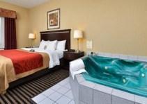 Jacuzzi suite in Comfort Inn Mifflin - Pittsburgh
