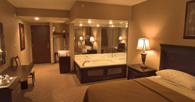 Jacuzzi suite in Salvatores Grand Hotel Williamsville, Buffalo, NY