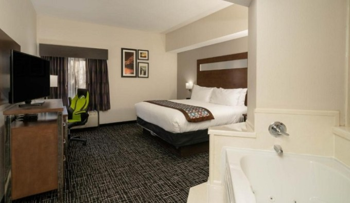 Jacuzzi suite in Wingate by Wyndham Memphis, Tennessee
