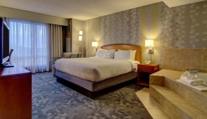 Suite with whirlpool tub in the room in Courtyard by Marriott Tysons McLea, near Washington DC