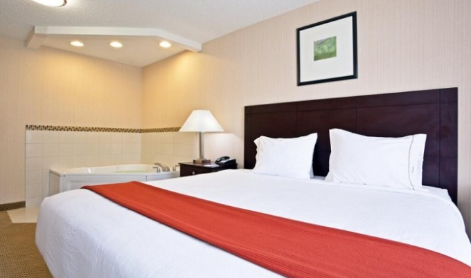 Suite with a hot tub in the room in Holiday Inn Express Hotel & Suites Tipp City, Dayton area, Ohio