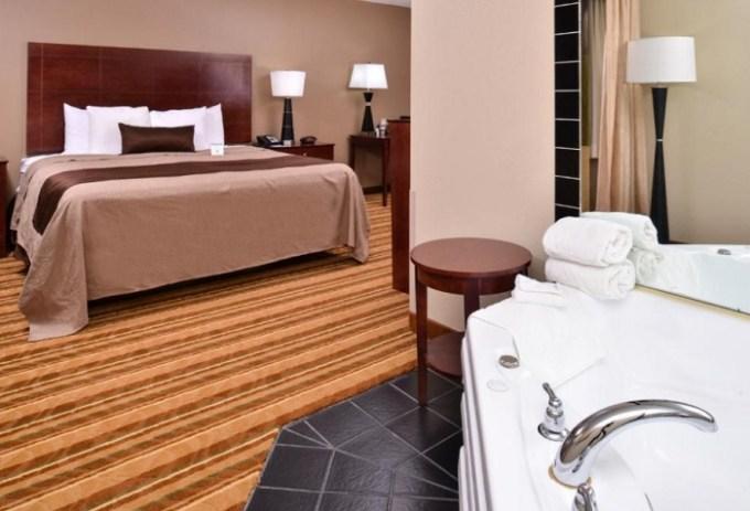 Jacuzzi suite in Best Western Old Mill Inn, Omaha, Nebraska