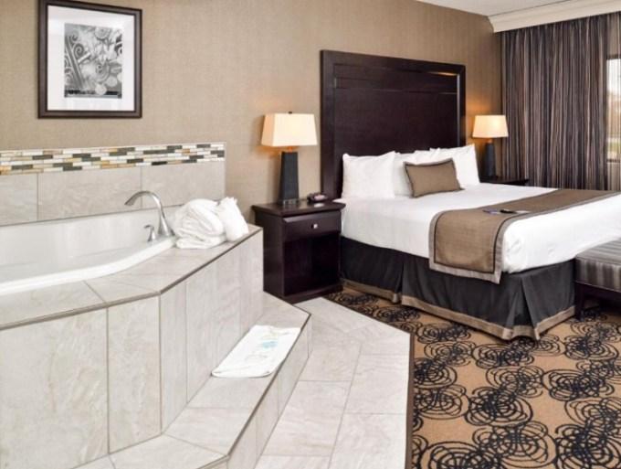 Jacuzzi suite in Best Western Plus Kelly Inn, Omaha, Nebraska