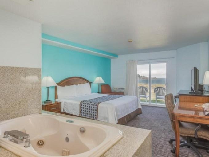 Jacuzzi suite in Pacifica Beach Hotel, SF Bay Area, CA