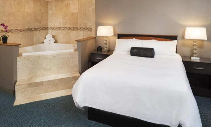 Room with whirlpool tub in DoubleTree by Hilton Roseville Minneapolis, MN