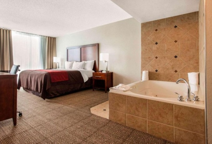 Suite with Whirlpool in Comfort Inn & Suites Omaha Central, NE
