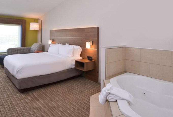 Suite with Whirlpool in the room in Holiday Inn Express & Suites - Omaha - 120th and Maple Hotel, NE