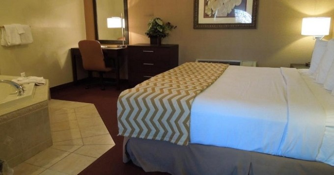Jacuzzi suite in Cocca's Inn & Suites Wolf Road, Albany, NY
