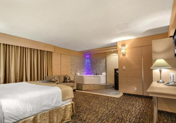 Jacuzzi suite in Ocean Beach Palace Hotel, Fort Lauderdale, Florida