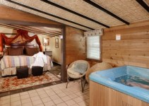 Jacuzzi suite in The Australian Walkabout Inn Bed & Breakfast, Lancaster, PA