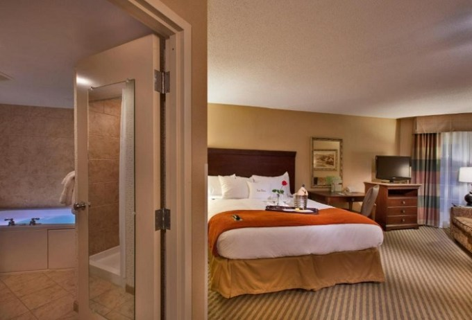 Room with a hot tub in DoubleTree Resort by Hilton Lancaster Hotel, PA
