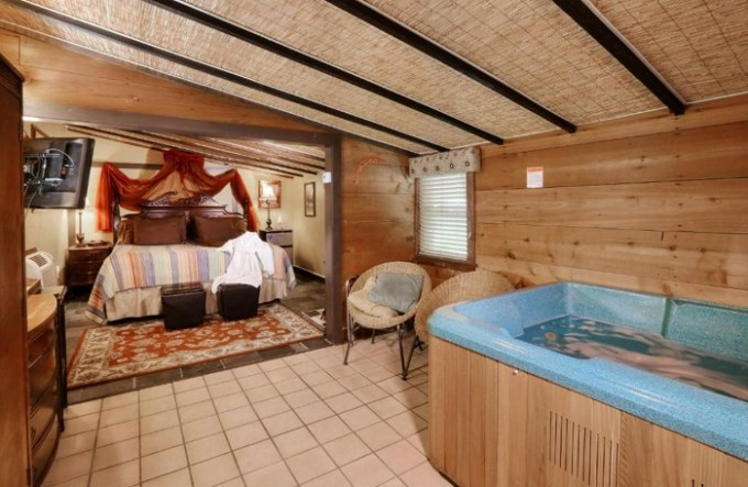 Suite with Jacuzzi in the room in The Australian Walkabout Inn Bed & Breakfast, Lancaster, PA