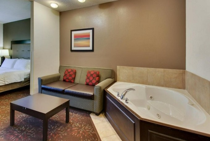 Suite with Whirlpool in Holiday Inn Express Hotel & Suites Lancaster-Lititz Hotel, PA
