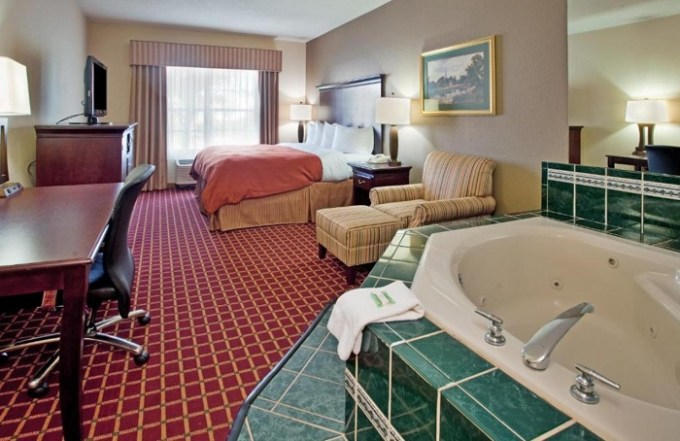Suite with a hot tub in the room in Country Inn & Suites by Radisson, Columbia, SC