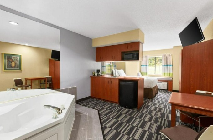 Room with a Whirlpool in Microtel Inn & Suites by Wyndham Thomasville, near Greensboro, NC