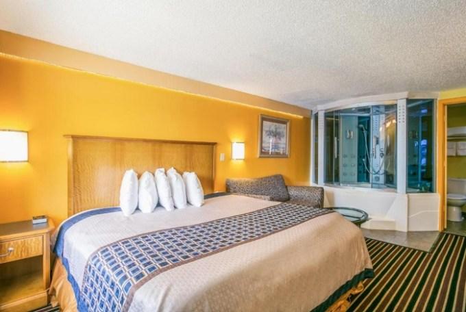 Jacuzzi room in Scottish Inns Harrisburg-Hershey South, PA