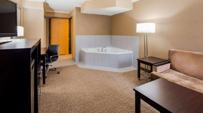 Suite with a Whirlpool in Best Western Harrisburg North Hotel, PA
