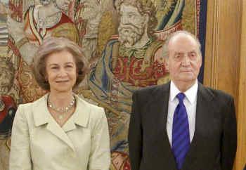 Regina Sofia și regele Juan Carlos merg la înmormântarea regelui Mihai