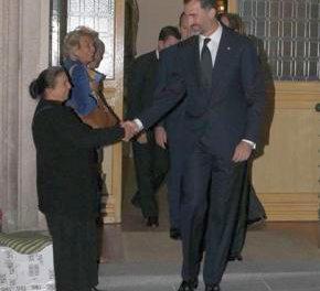 Madrid: O cersetoare romanca da mana cu printul Felipe al Spaniei
