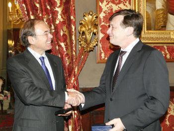 Crin Antonescu a discutat despre restrictii cu presedintele Senatului Spaniei