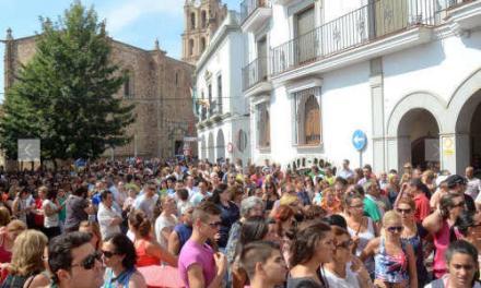 """Ne-am saturat de atatia romani"" (video) – o mie de spanioli au protestat la Almendralejo"