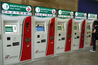 Trenitalia's machines for ticket pick up and purchase. (Credit: Wikimedia Commons)