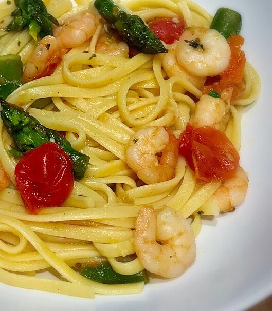 Easy Asparagus and Prawns Linguini