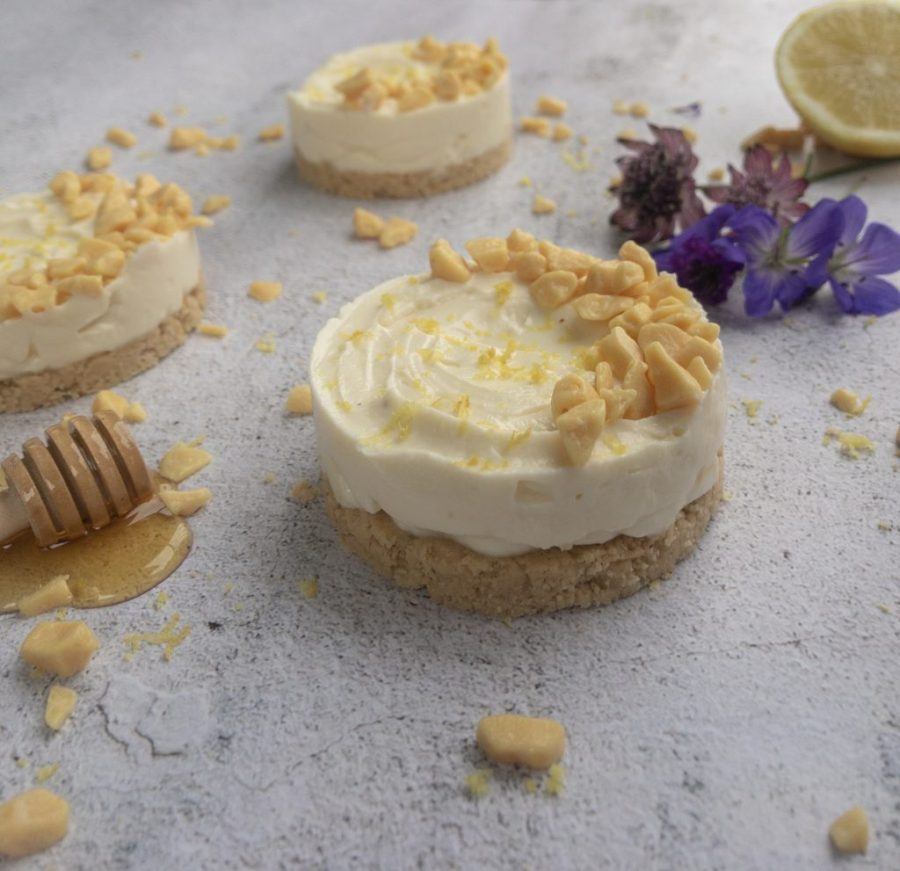 Lemon and honey cheesecakes with shortbread base