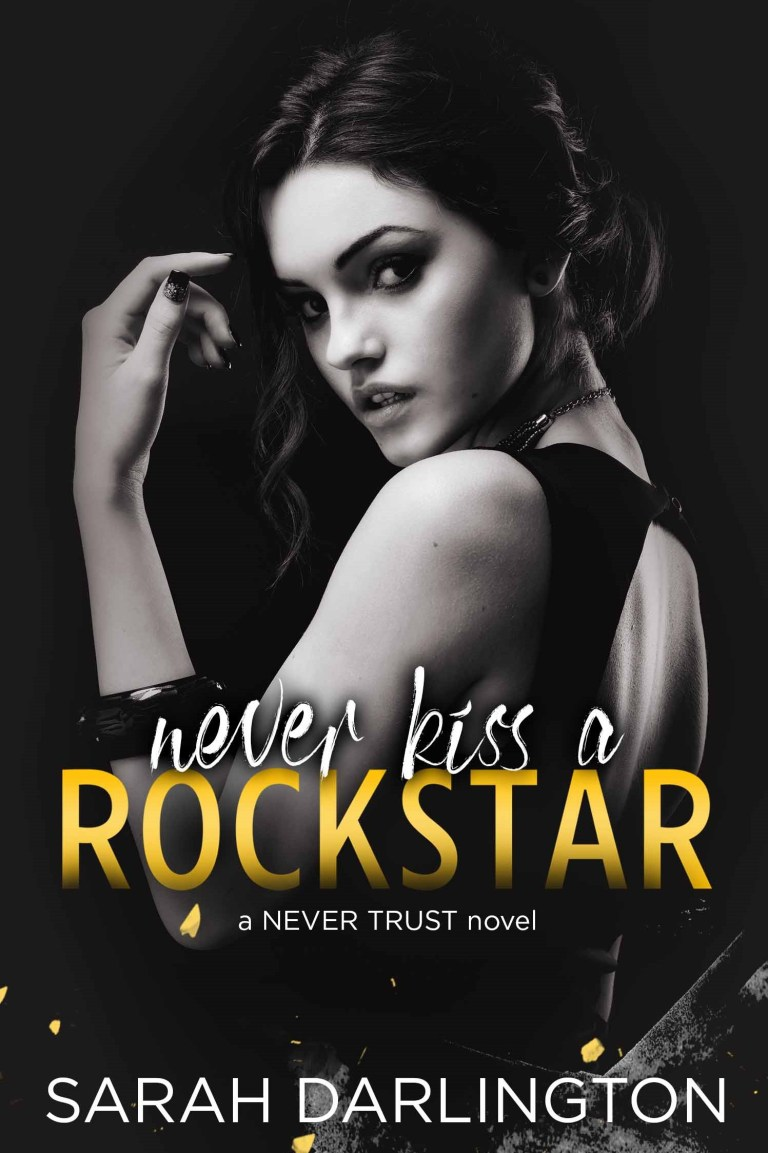 BOOK REVIEW | NEVER KISS A ROCKSTAR BY SARAH DARLINGTON