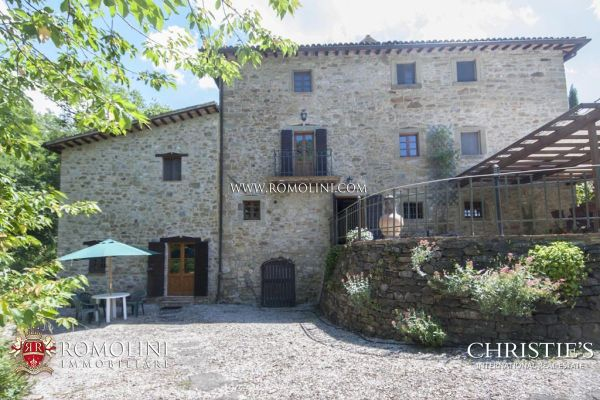 Umbria FARMHOUSE WITH POOL AND GARDEN FOR SALE IN CITTA