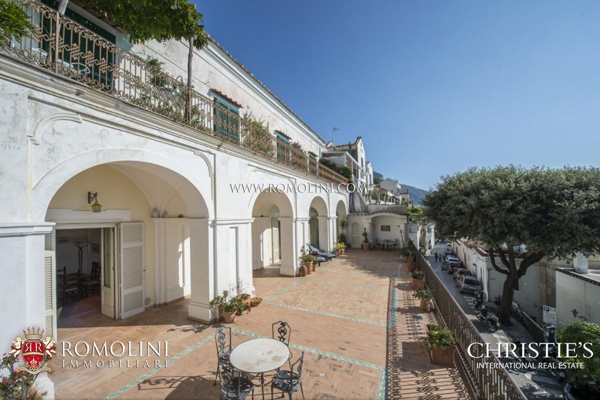 Campania  2BEDROOM APARTMENT WITH GARAGE AND SEA VIEW