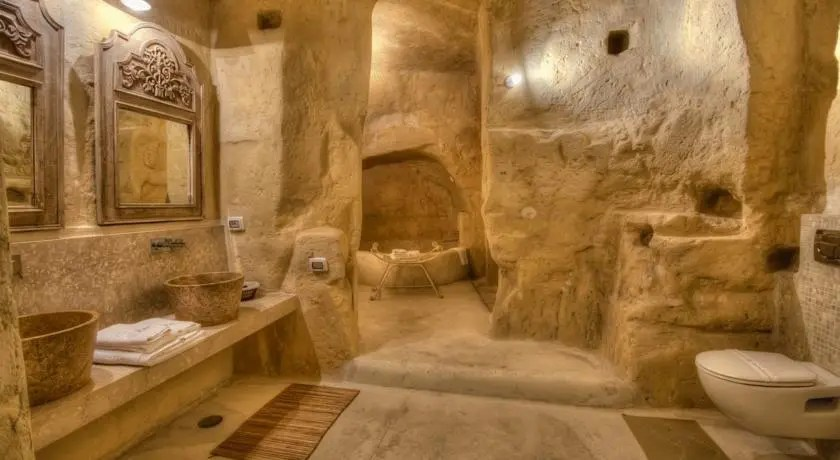 3 luoghi spettacolari dove poter dormire nelle grotte