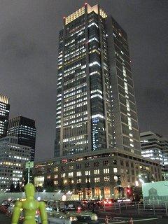 夜の丸ビル全景