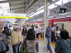 混雑する横浜駅