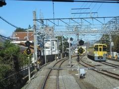 本川越行き列車と同時発車