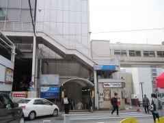 小田急町田駅の小さな出口から…