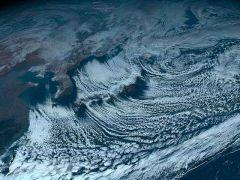気象衛星ひまわり8号がとらえた地球全景のカラー写真の日本付近の拡大写真