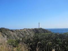 爪木崎灯台を望む