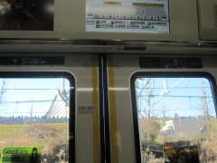 ドアをよく見ると(この車両は埼京線)