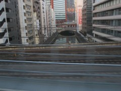 神田川を渡る