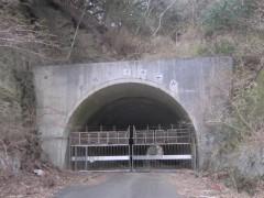 ゲートのトンネルはそのまま