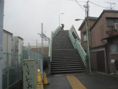 車両基地を見渡せる跨線橋