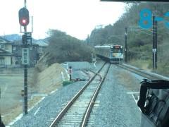 仙石線の列車通過を待つ